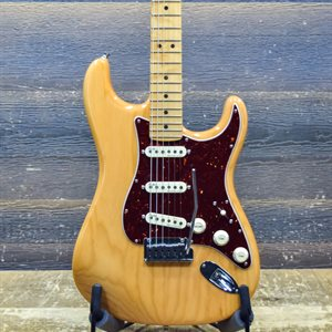 FENDER AMERICAN ULTRA STRATOCASTER AGED NATURAL MN ELECTRIC GUITAR W/CASE #US19083174