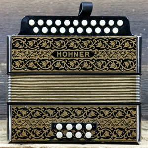 HOHNER VIENNA 2 RANGÉES 8 BASSES 21 TREBLE BOUTONS AD BLACK & GOLD DIATONIC ACCORDION